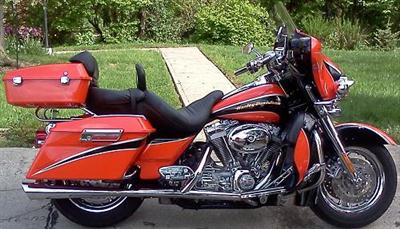 2004 FLHTCSE Photos http://www.cyclecrunch.com/ForSale/Harley-Davidson/Screamin_Eagle_Electra_Glide/203409