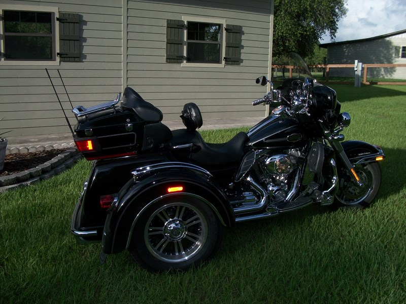 2012 harley davidson flhtcutg tri glide ultra classic black with white pin stripe. Black Bedroom Furniture Sets. Home Design Ideas