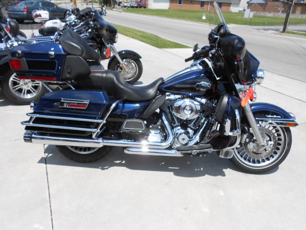 2012 Harley-Davidson® FLHTCU Ultra Classic® Electra Glide® – $18500