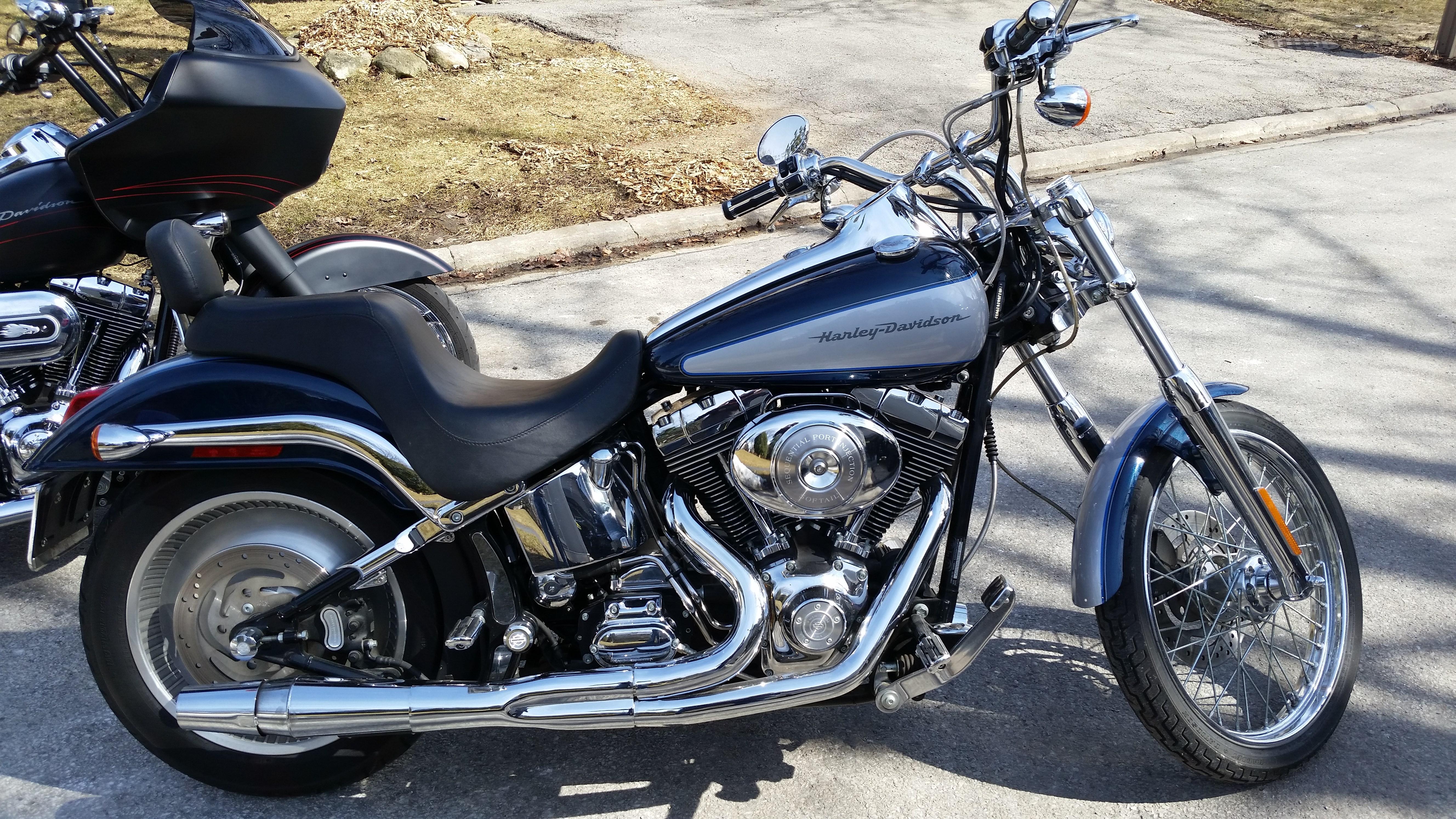 2001 Harley I Softail U00ae Deuce U2122  Silver  Blue