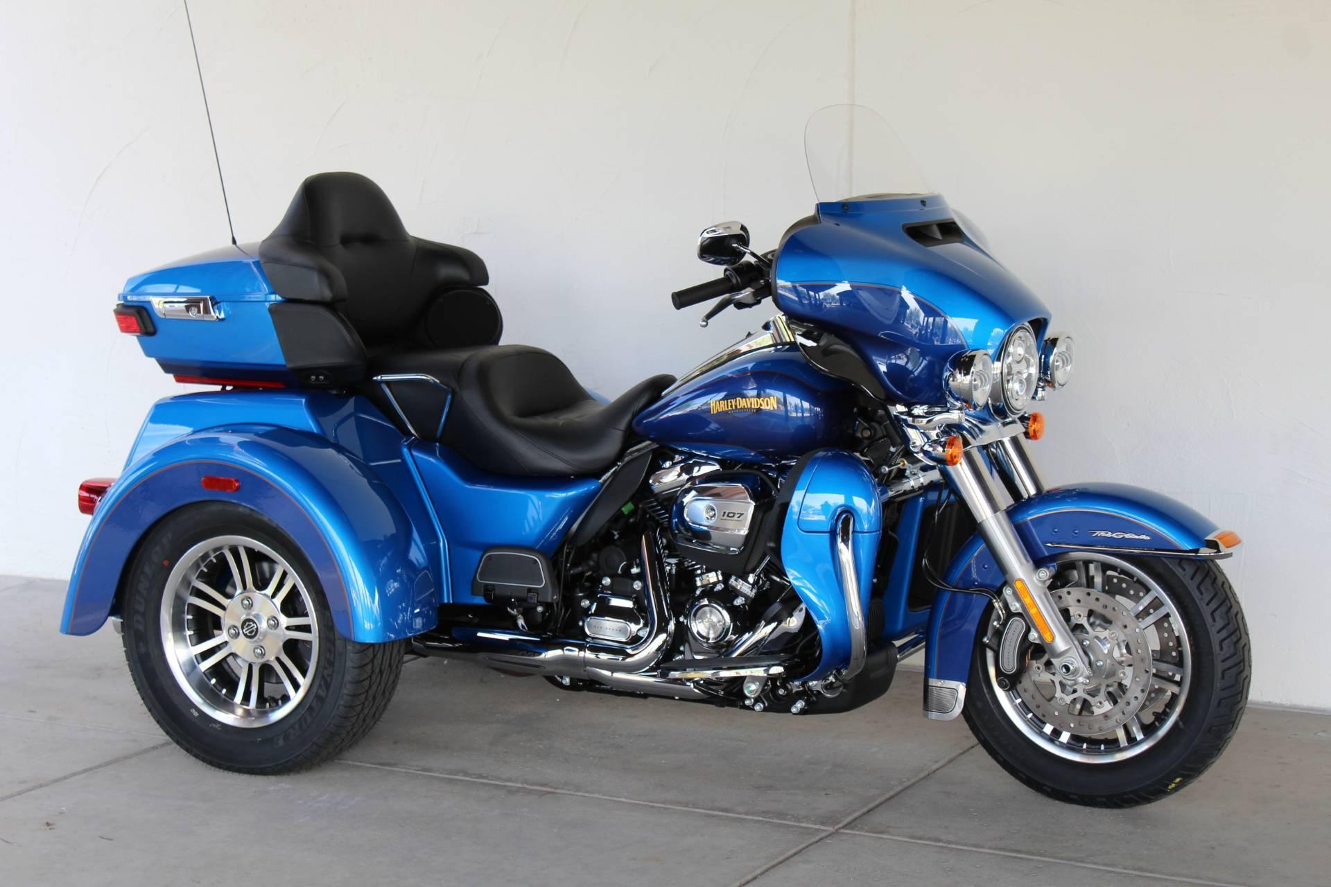 The 2016 Harley Davidson Tri Glide Ultra Provides Three: 2017 Harley-Davidson® FLHTCUTG Tri Glide® Ultra